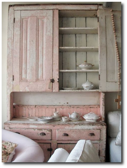 learn rachel ashwell 39 s 3 signature shabby chic looks. Black Bedroom Furniture Sets. Home Design Ideas